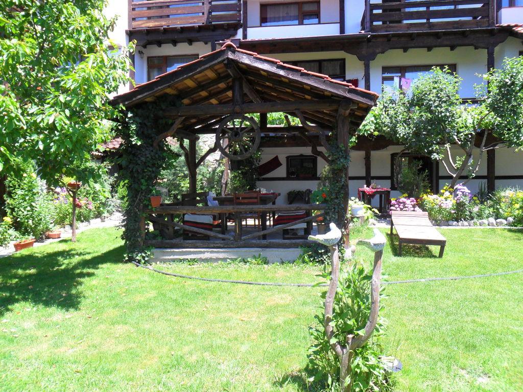 https://www.hotelite.org/gallery/1255/1_kashta_za_gosti-zhuli_i_zdravko-dobrinishte.JPG