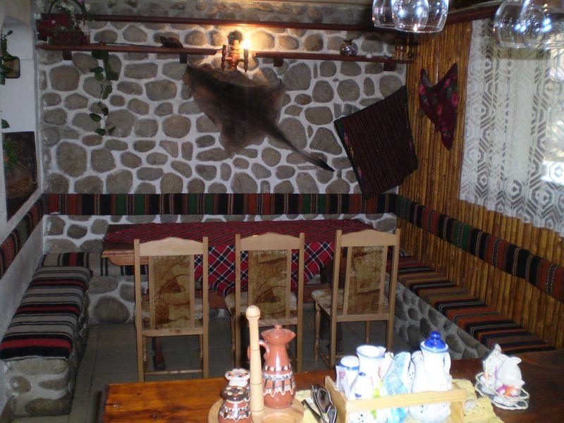https://www.hotelite.org/gallery/1255/21_kashta_za_gosti-zhuli_i_zdravko-dobrinishte.JPG